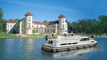 Houseboat Sailing Germania